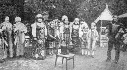 Песню «Валенки» исполняет солистка Оля Двуреченская