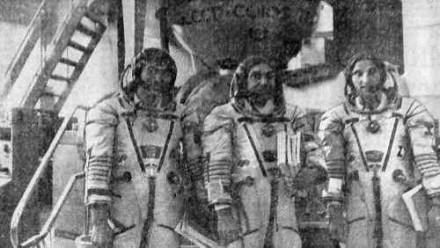 Космонавт-исследователь Токтар Аубакиров, командир экипажа Александр Волков и австрийский космонавт Франц Фибек
