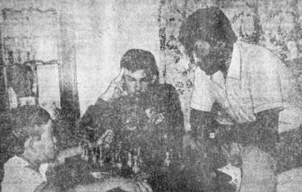 Тохтар Аубакиров дома с сыновьями Тимуром и Мишей