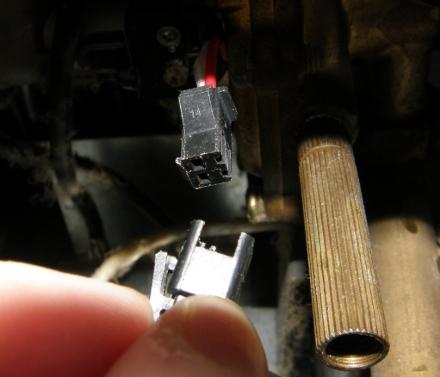 Для проверки работоспособности переключателя извлекаем из него штекер…